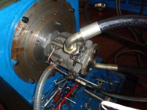 四柱液压机使用过程中如何解决柱塞咬死的问题