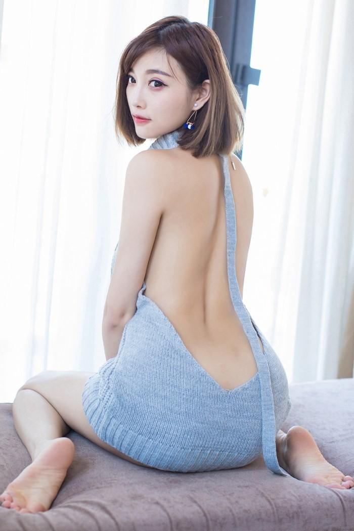 福利美图   甜美女神杨晨晨开背毛衣性感动人