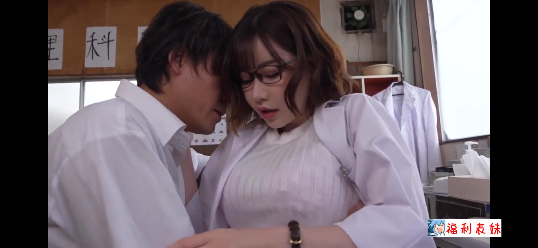 HND-739痴女教师深田咏美误喝春药,和学生3P大战被中出!