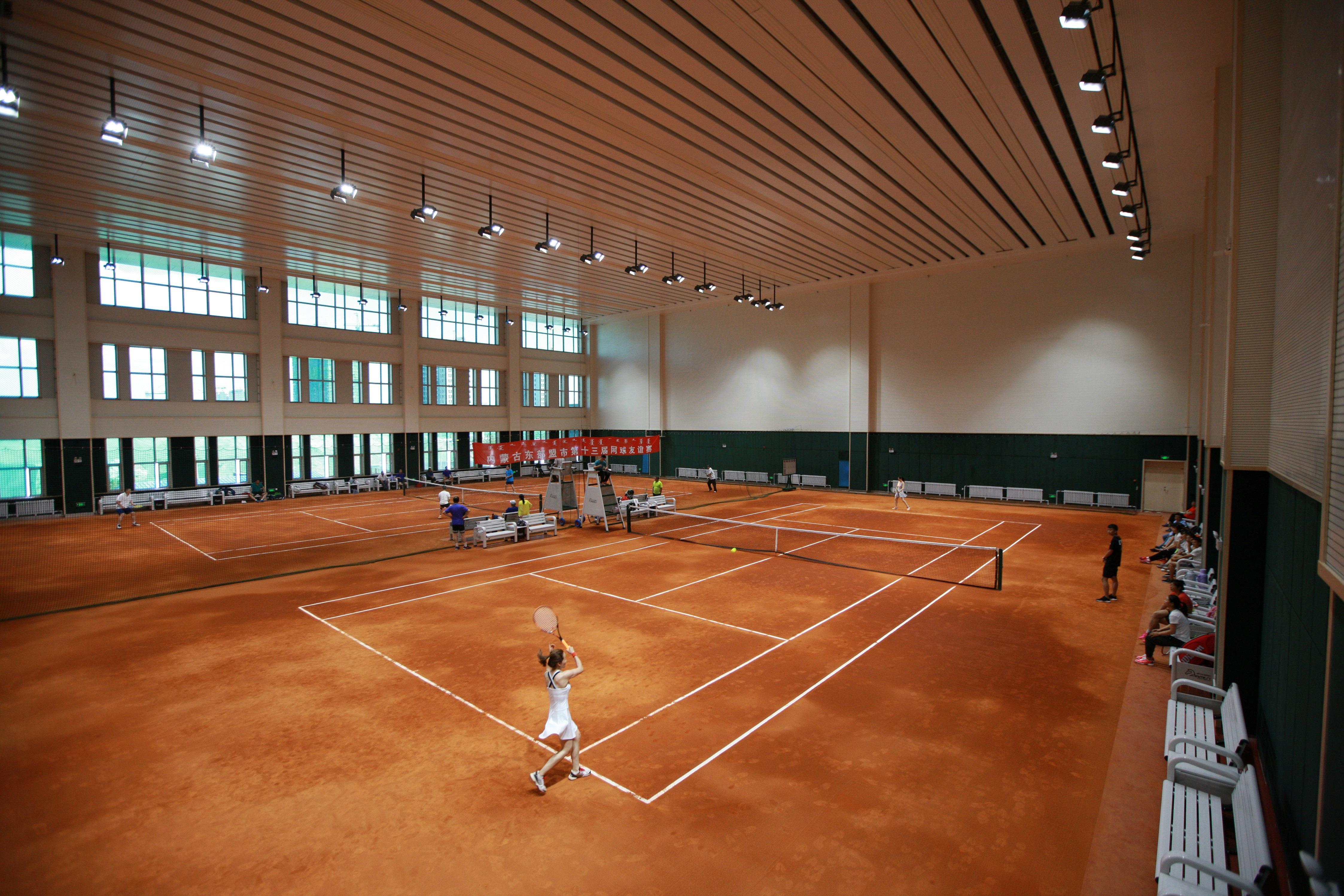 如何选择高性价比的网球场照明灯具?