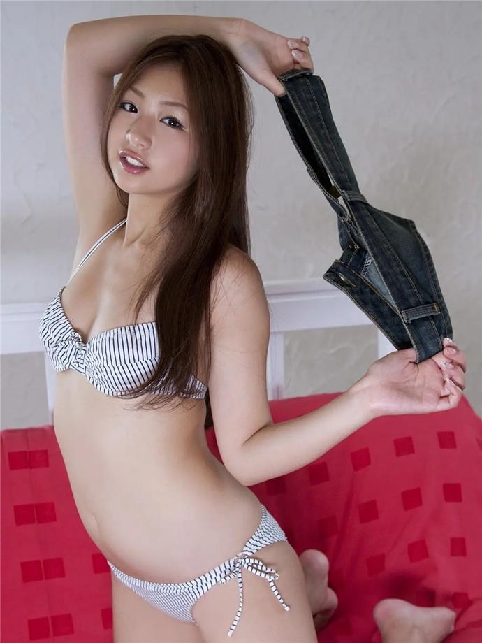 【日本写真】女优佐山彩香 Ayaka Sayama的大波诱惑写真