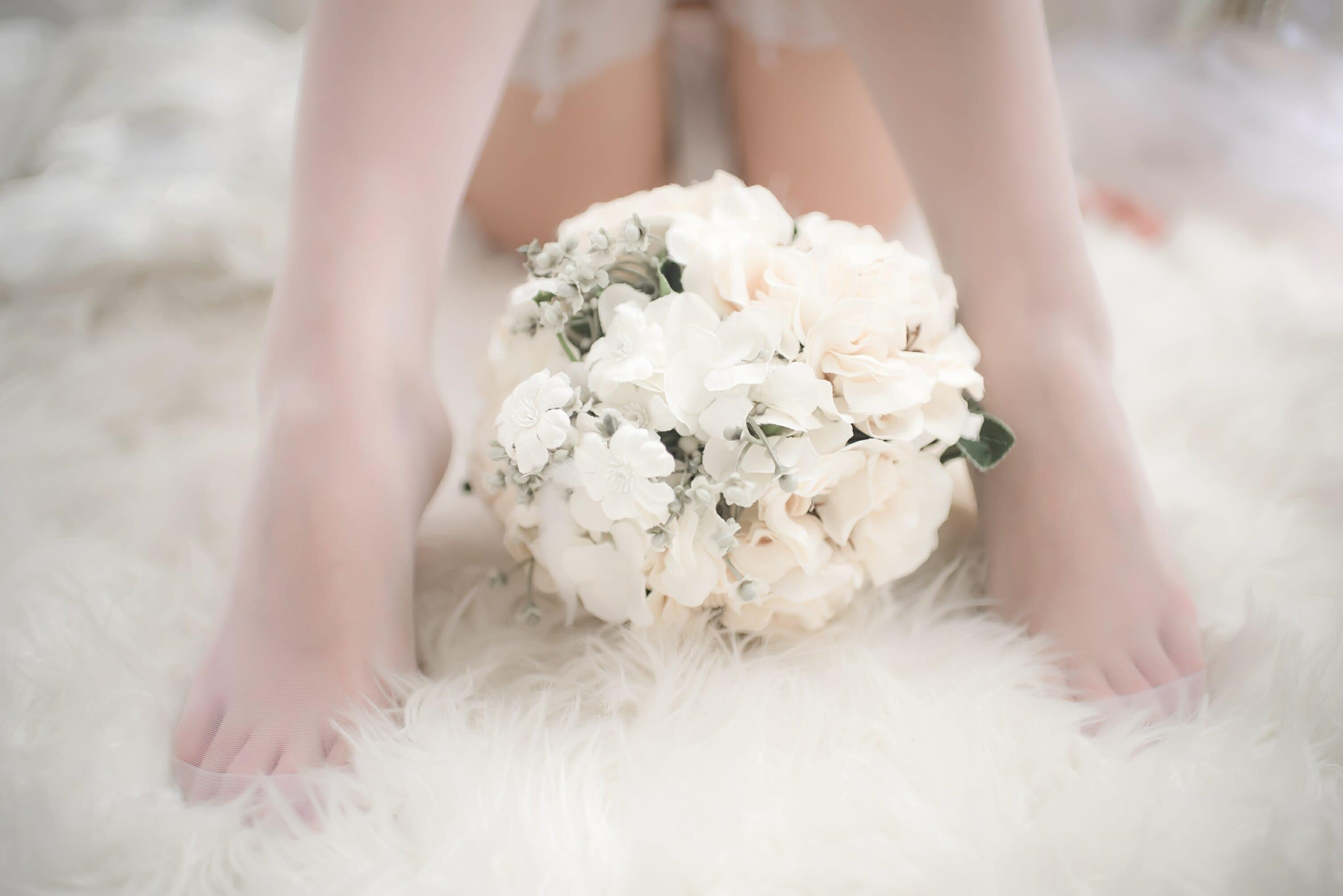 清水由乃《碧蓝航线》爱宕婚纱 白丝长腿作品欣赏-觅爱图