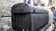 宿舍楼地下古墓惊现15吨巨棺,震惊专家